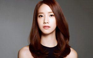 Curls inward hairstyle